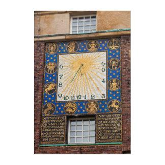 Impresión Acrílica Reloj del reloj de sol en el edificio, Alemania