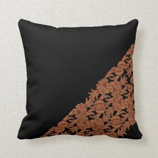 Impresión del cuero de Brown en la almohada de