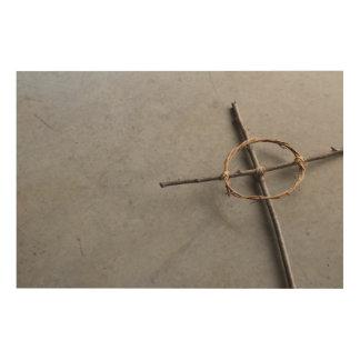 Impresión En Madera Cruz céltica angulosa en palillos y vides