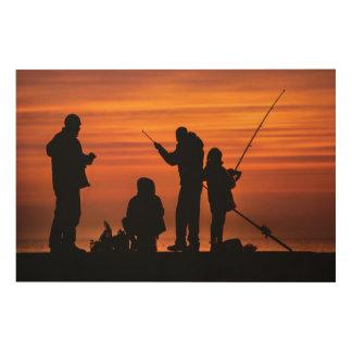 Impresión En Madera Gente que pesca en el rompeolas