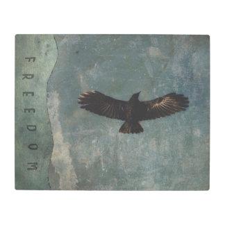 Impresión En Metal Un cuervo en vuelo en el fondo verde y gris de