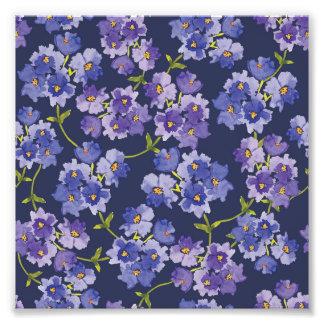 Impresión floral de la foto de los flores púrpuras