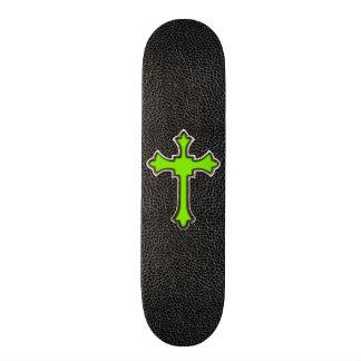 Impresión negra cruzada verde de neón de la imagen monopatin