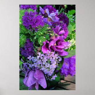 Impresión púrpura del arreglo floral del plantador