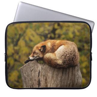 Impresión soñolienta del arte del Fox Funda Para Ordenador