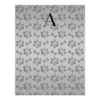 Impresiones grises de la pata del perro del monogr flyer a todo color