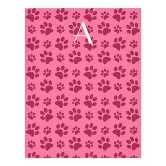 Impresiones rosas claras de la pata del perro del tarjeton