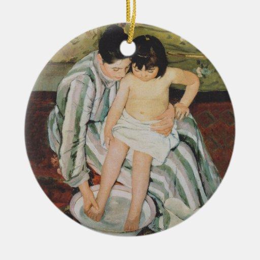 Impresionista del baño del niño de Mary Cassatt Ornamentos De Navidad