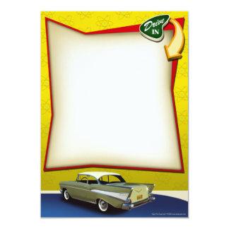 Impulsión del coche de carreras de los años 50 en invitación 12,7 x 17,8 cm