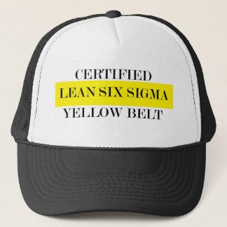 Inclina seis gorras amarillos de la correa de la