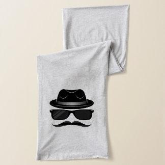 Inconformista fresco con el bigote, el gorra y las bufanda
