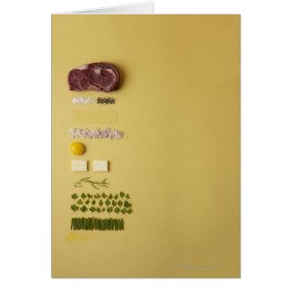 Ingredientes para tartare de filete en amarillo tarjeta de felicitación