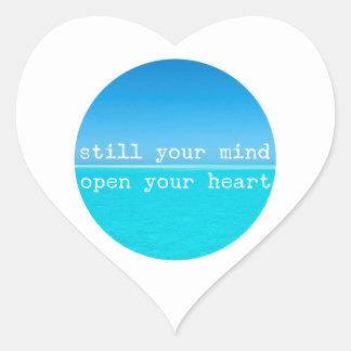 Inhale exhalan la cita de relajación de pegatina en forma de corazón