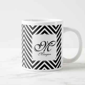 Inicial y nombre del monograma en zigzags negros y taza de café grande