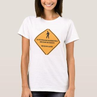 Innecesario y ridículo camiseta
