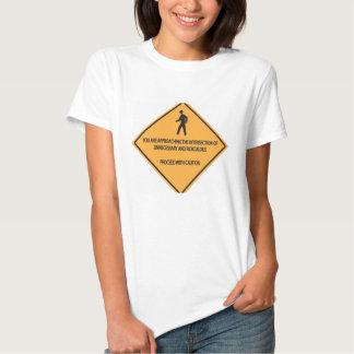 Innecesario y ridículo camisetas