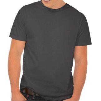Inserte la camiseta de los hombres ingeniosos del