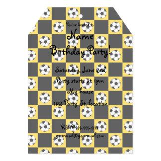 Inspectores amarillos del balón de fútbol invitacion personal