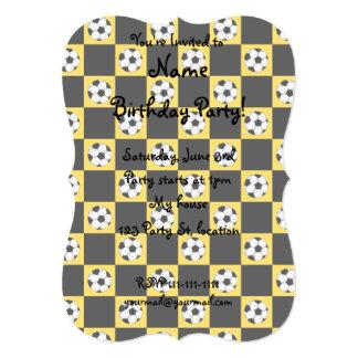 Inspectores amarillos del balón de fútbol invitación 12,7 x 17,8 cm