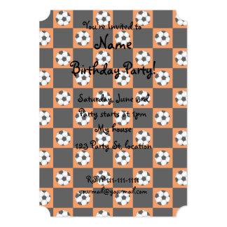 Inspectores anaranjados del balón de fútbol invitación 12,7 x 17,8 cm