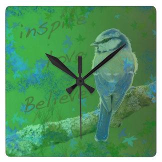 Inspire el amor creen el reloj del pájaro