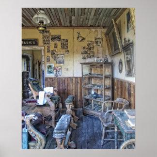 Interior de la peluquería de caballeros del Victor Posters