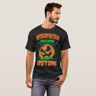 Intérprete asustadizo sin la camiseta de Halloween