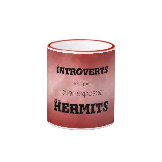 Introverts a ermitaños veteó rojo taza a dos colores