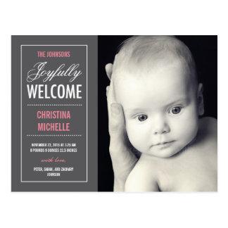 Invitación agradable alegre del nacimiento