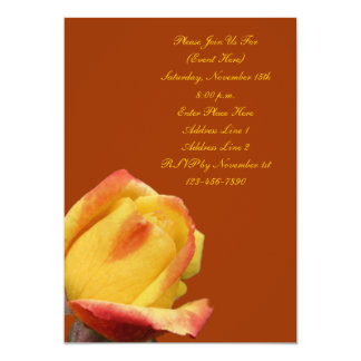Invitación amarilla de la flor del capullo de rosa