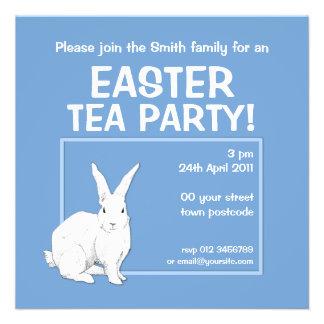 Invitación azul de Pascua del conejo