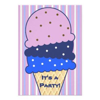 Invitación azul del fiesta del helado de las rayas
