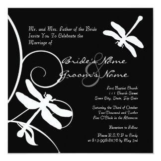 Invitación blanco y negro del boda de la libélula