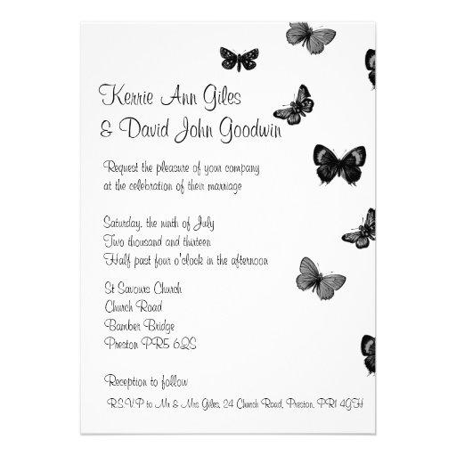 Invitación blanco y negro del boda de la mariposa