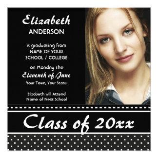 Invitación blanco y negro elegante de la graduació