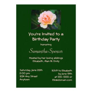 Invitación color de rosa perfecta del cumpleaños d