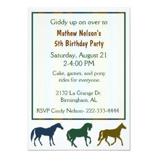 Invitación colorida del cumpleaños de los caballos