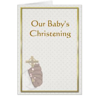 Invitación cruzada del bautizo de la mano tarjeta de felicitación