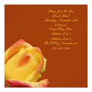 Invitación cuadrada floral del capullo de rosa