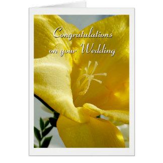 Invitación de boda amarilla del Freesia