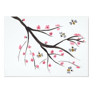 Invitación de la abeja y de la flor de cerezo de