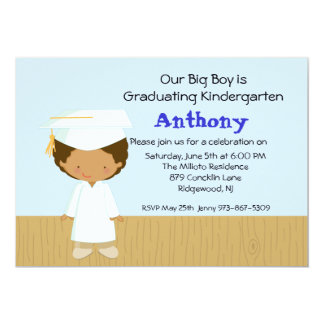 Invitación de la graduación de nuestro muchacho invitación 12,7 x 17,8 cm