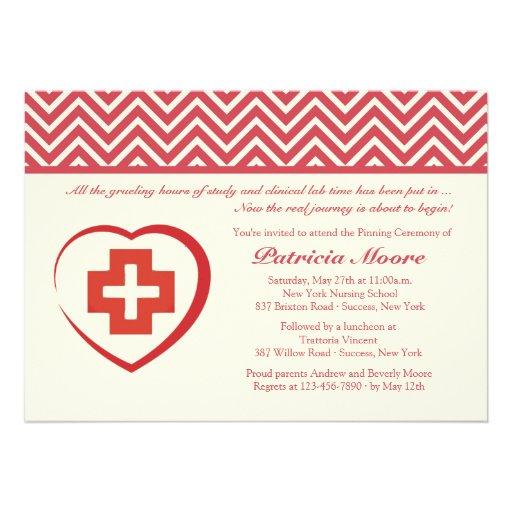 Invitación de la graduación del corazón de la enfe