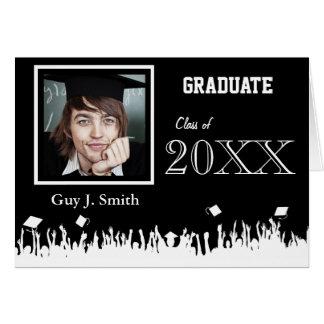 Invitación de la graduación su muchedumbre de la tarjeta de felicitación