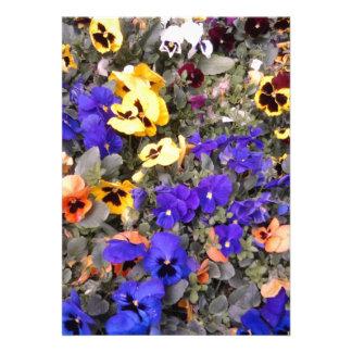 Invitación del boda de la flor de las violetas