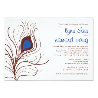 Invitación del boda de la pluma del pavo real -