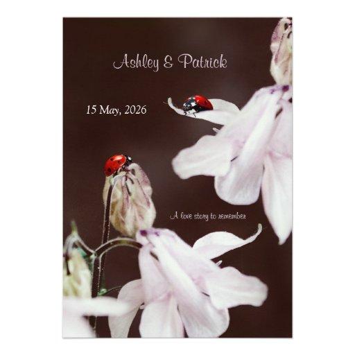 Invitación del boda del amor de la mariquita