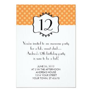 Invitación del cumpleaños del adolescente de los
