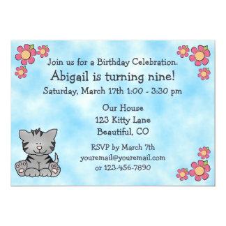 Invitación del cumpleaños del gato del gatito invitación 12,7 x 17,8 cm