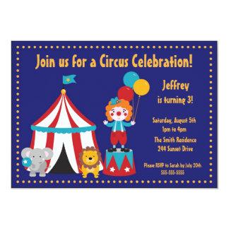 Invitación del cumpleaños del niño lindo del circo